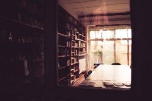 Die Bibliothek des Literaturinstituts Hildesheim - und Teil des Büros des hausinternen Verlages Edition Pächterhaus. (c) Isabelle Kaltner