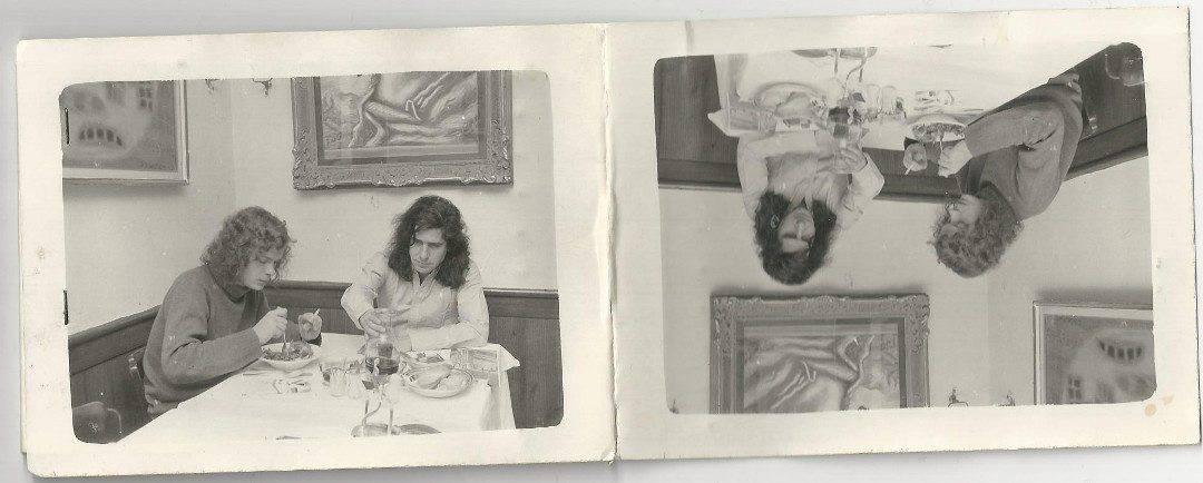 Diese gebastelte Heft für Zündholzer habe ich in einem Buch gefunden, das ich von Thomas geliehen habe. Es zeigt ihn mit Gastón Salvatore bei Salat und Rotwein. Unklar ist, ob diese gebastelte Streichholzschachtel ein Geschenk von Gastón für Thomas war.